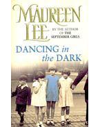 Dancing in the Dark - Lee, Maureen