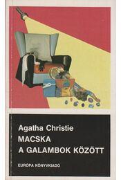 Macska a galambok között - Agatha Christie - Régikönyvek