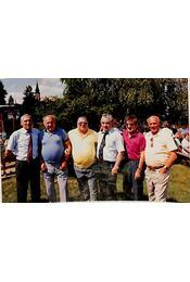 Az Aranycsapat négy tagja által aláírt fénykép - Régikönyvek