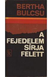 A fejedelem sírja felett - Bertha Bulcsu - Régikönyvek