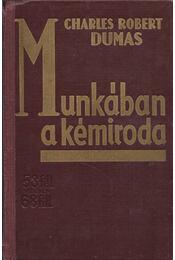 Munkában a kémiroda - Charles Robert Dumas - Régikönyvek