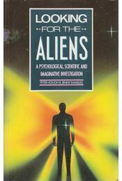 Looking for the Aliens - Hough, Peter, Randles, Jenny - Régikönyvek