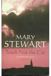 Touch Not the Cat - Stewart, Mary - Régikönyvek