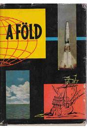 A föld - Tasnádi Kubacska András - Régikönyvek