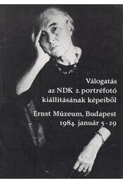Válogatás az NDK 2. portréfotó kiállításának képeiből - Régikönyvek